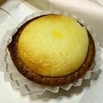 ベイク チーズ タルト 自由が丘店 - 焼きたてチーズタルト200円。