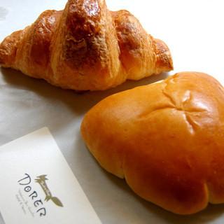 ドーレ - 料理写真:クロワッサンとクリームパン