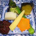 山人昔楼 - 野菜の炊き合わせ 肉みそ添え