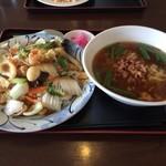 台湾料理 吉祥 - 料理写真:台湾ラーメン中華丼セット 量多すぎ(*^^*)