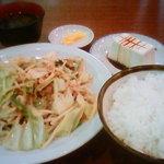 美華飯店 - 肉野菜炒め定食