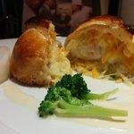 41050639 - 鯛のパイ包みの断面。キャベツと玉ねぎが入った塩粉胡椒のあっさりした味。