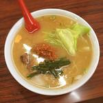 龍上海 - 赤湯からみそラーメン 800円