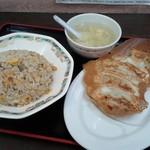 炒飯と餃子5個