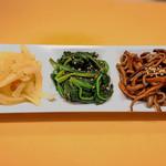 焼肉ダイニング 希らら亭 - 自家製ナムル3種盛り