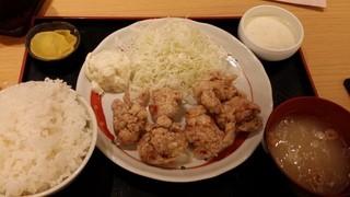 鳥良商店 新大久保店 - タルタル定食(790円)は、鶏のモモ肉を使っていた。