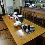 三隈飯店 - 「三隈飯店」テーブル席とカウンター席