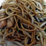 41058103 - 「やきそば」パリッと焼かれた太めの中華麺