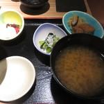 41058172 - お味噌汁と小鉢