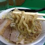 ラーメン つけ麺 今を粋ろ - ラーメン(700円)野菜増し麺リフト