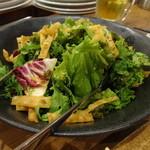 炉地バル 八兵衛 - 葉野菜のサラダ ¥680