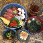 41062946 - 海鮮丼(お豆腐・お漬物・お味噌汁付き) 980円
