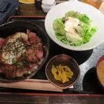 41063780 - 炙り牛タタキと温玉ねぎとろ丼_2015/08