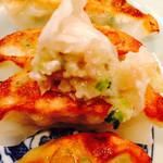 らー麺 藤平 - 焼き餃子のアップ