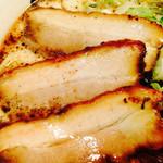 らー麺 藤平 - チャーシューのアップ