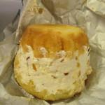 スイス - リキュール・マロン (創業当時から製法を変えていない、バターケーキにシミシミのリキュールシロップ!県産の渋皮マロンが入ったバタークリームをサンド)