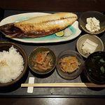"""輝 - """"焼魚定食"""" 焼さば、金平ごぼう、切り干し大根、かまぼこ、ご飯、味噌汁"""