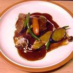 吉良亭 - 牛肉のはちみつ赤ワイン煮込み