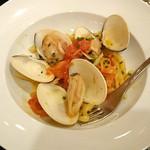 コロッセオ中目黒 - 銚子産!地蛤とフレッシュトマトのボンゴレロッソ(一皿を二皿に分けてもらいました)