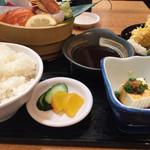 魚 駅前 - 天ぷらさしみ定食(¥880税別)