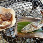Tokosesoba - やまめの塩焼き 648円 しいたけ炭火焼 432円