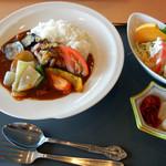 レストラン白帆 - イカ&サザエカレー1100円