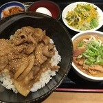 モリちゃん - モリちゃん丼 + もつ煮