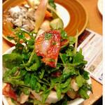 サクラバル - ルッコラとマッシュルームのサラダ