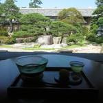 41082517 - 松江城と日本庭園を眺めながらお茶をいただきました♪