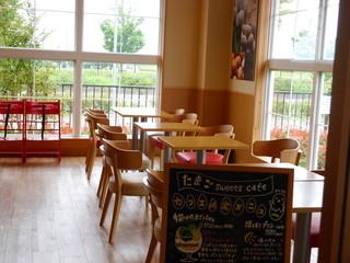中条たまご直売店 - カフェの様子