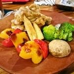 41089534 - 鶏手羽と野菜のグリル