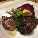 Osteria UVA RARA 横浜 - 炭火焼き3種の肉の盛り合わせ(牛ロース・白金豚・仔羊)
