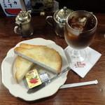新宿 スカラ座 - アイスオーレ800円、厚切りトースト300円