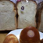 41096843 - 食パンの種類が多いですが、しっとり食パンがやっぱり好き。