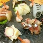 和暖喰間 年輪 - 料理写真:刺身盛り(烏賊、海老、しめ鯖、鮃、間八、鯵、バイ貝)