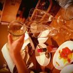 ガルニ タルティーヌ - スパークリングワインのデキャンタがでかい