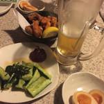 新宿かっぱ - ビール190円。お通しの味玉が美味い