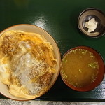 駅前食堂 - かつ丼(税別800円)