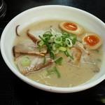 41099792 - 「チャーシュー麺+味玉+大盛」950円