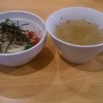 41103810 - 「ベーコンとグリーンアスパラのオムライス」にセットで付くスープ、サラダです。