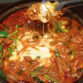 特製コチュジャンだれに漬け込んだダッカルビ鍋