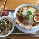 にぼしまじん - まじん醤油 大盛 (770円)、喜び飯 並 (280円)