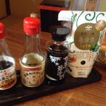 ひるがの食堂 - たまごかけ用の醤油が4種類ありますよ〜後、すりゴマもありました。