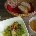 41106926 - Aランチのスープ、バケット、サラダ☆