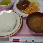 慶応義塾大学三田キャンパス 山食 - 2015.08 メンチカツ定食