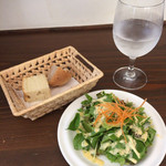 41108391 - ランチのパンとサラダ