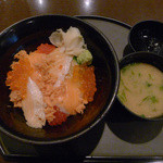 魚貝亭 - 鮭の親子丼