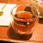 たねや茶屋 - かき氷を食べた後に温かいほうじ茶が美味しい