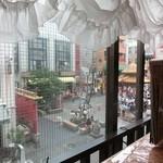 上海料理 蓮 - 店内から外を~