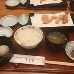 41115091 - ご飯・味噌汁・お新香・大根おろしと、天ぷらの初めの、海老頭つき2尾・小玉ねぎ